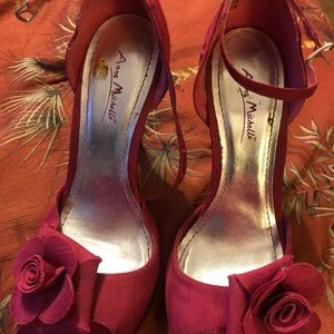 Pink raw silk heels with rosette 7.5